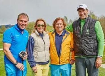 223 Golfer beim traditionellen Golf Opening in Bad Griesbach